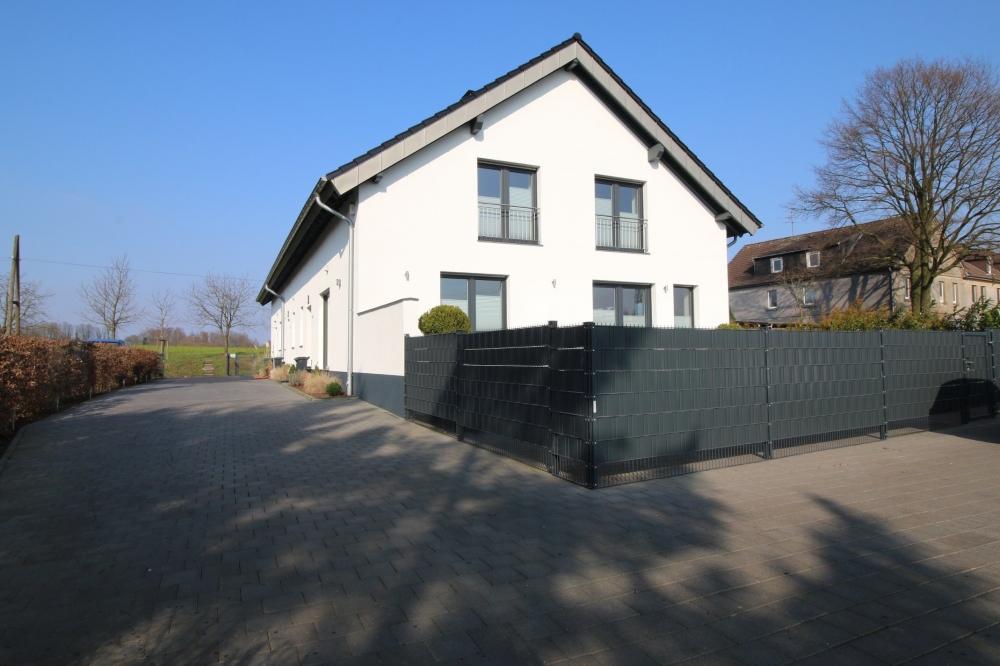 Haus mit Einfahrt