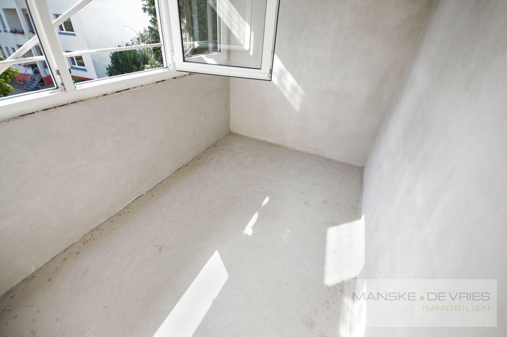 Balkon in Arbeit - Fenster raus - Oberboden rein
