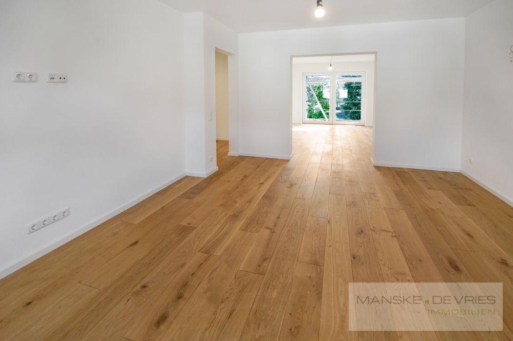 Wohnzimmer - Blick in die Küche