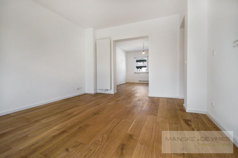 Küche - Blick ins Wohnzimmer