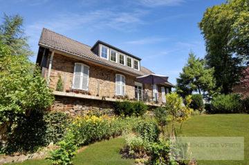 Idyllisches Zweifamilienhaus mit großem Grundstück im Landschaftsschutzgebiet, 45257 Essen / Kupferdreh, Zweifamilienhaus